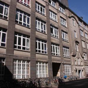 Fassade des Fabrikgebäudes