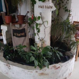 H48-bleibt-Banner im Wohnzimmer